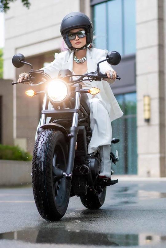 Hoa hậu H'Hen Niê mua mô tô luyện lái để đóng phim - Ảnh 3.