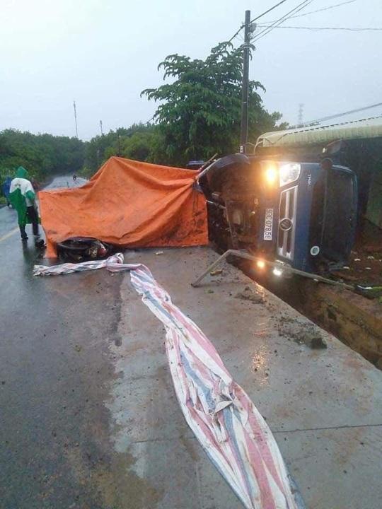 Xe tải tông công nhân đang thi công đường, 1 người chết, 1 người bị thương nặng - Ảnh 1.