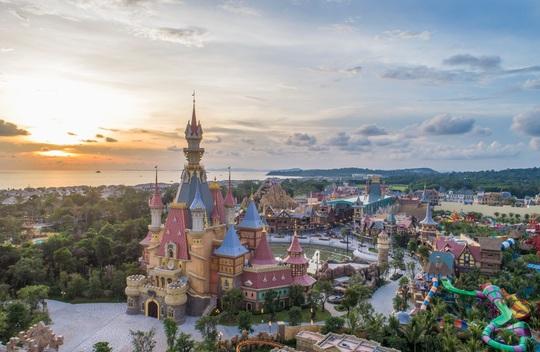 """VinWonders, Grand World và Corona Casino - bộ ba """"chân kiềng"""" tạo bước ngoặt mới cho Phú Quốc - Ảnh 1."""
