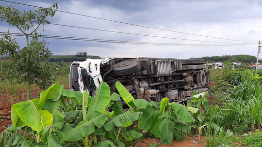 CLIP: Khoảnh khắc kinh hoàng xe tải lao vào chợ làm 5 người chết, 5 bị thương - Ảnh 2.