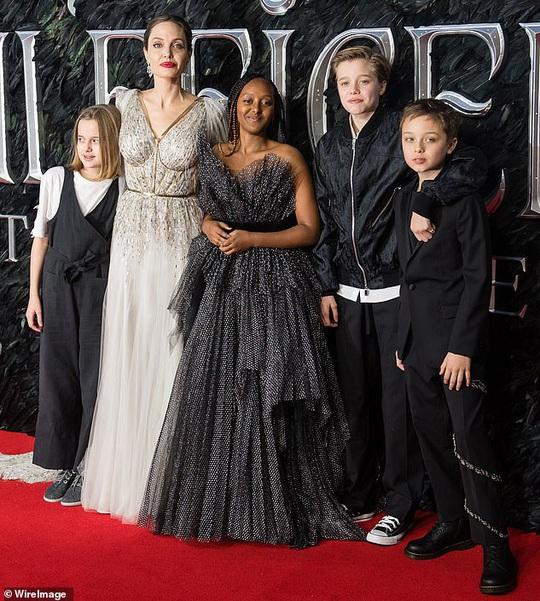 Angelina Jolie trải lòng việc chăm 6 con thời Covid-19 - Ảnh 1.