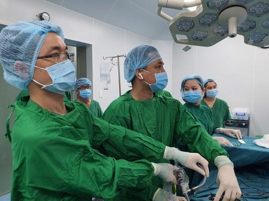 Hai bệnh viện hợp sức, kịp thời cứu người vỡ ruột thừa - Ảnh 1.