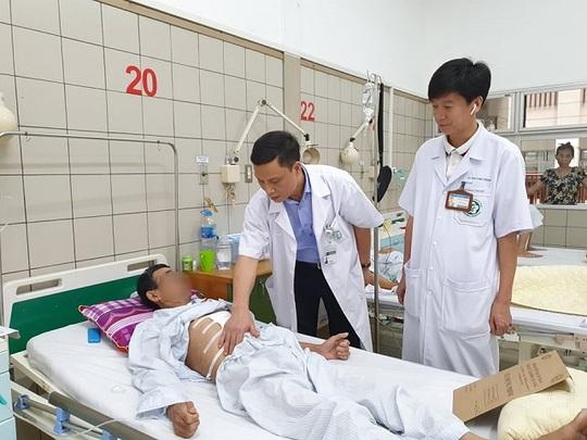 Chế thực quản bằng đại tràng cho bệnh nhân mắc 2 bệnh ung thư đường tiêu hoá - Ảnh 1.