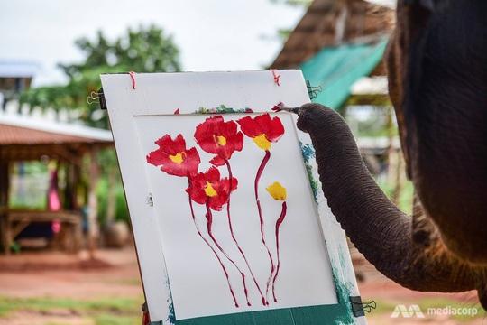 Thất nghiệp vì Covid-19, hàng nghìn chú voi Thái đi bộ về quê - Ảnh 5.