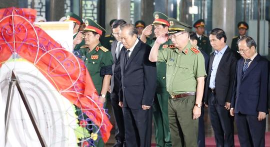 Phó Thủ tướng Thường trực Trương Hòa Bình viếng lễ tang ông Trần Quốc Hương - Ảnh 1.