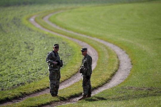 Tố Đức nợ phí bảo vệ, Tổng thống Trump ra lệnh rút gần 10.000 quân - Ảnh 2.