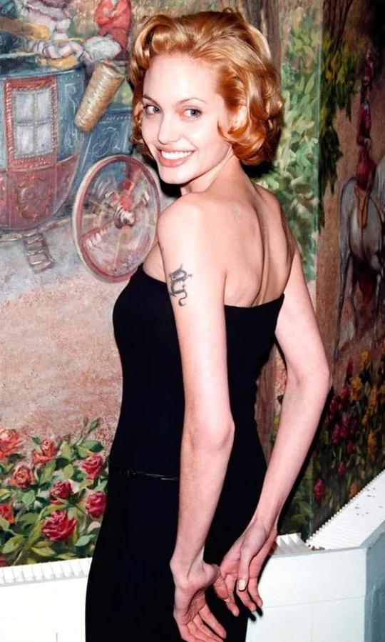 Thời trang Angelina Jolie qua hai thập niên - Ảnh 1.