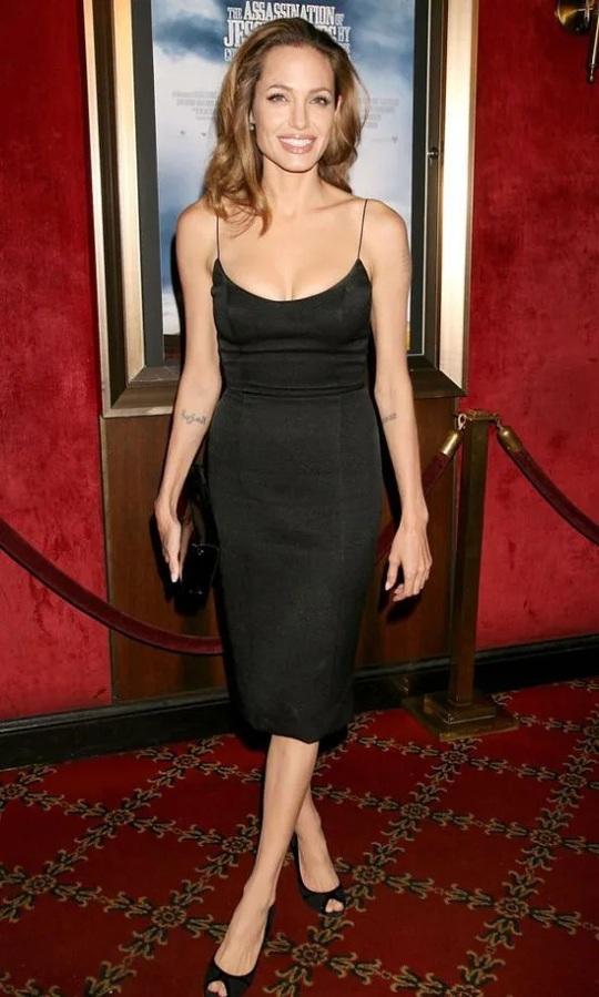 Thời trang Angelina Jolie qua hai thập niên - Ảnh 12.