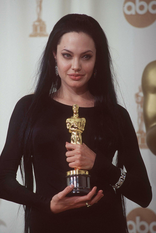 Thời trang Angelina Jolie qua hai thập niên - Ảnh 4.