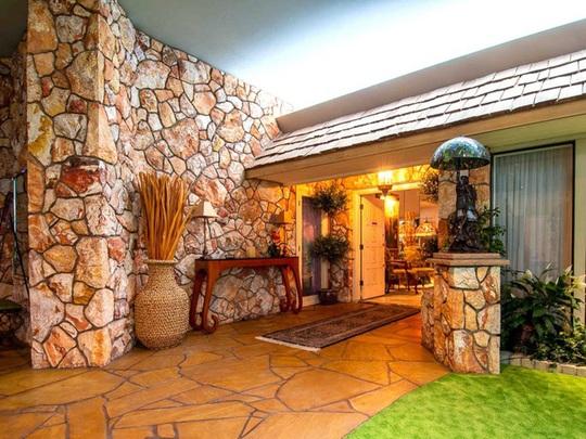 Ngôi nhà có biệt thự dưới lòng đất rộng gần 1.500 m2 giá 18 triệu USD - Ảnh 4.