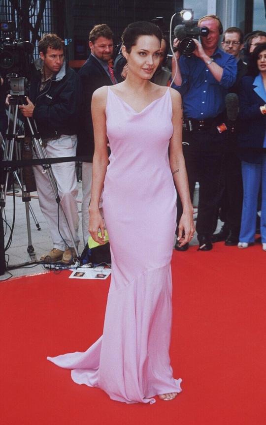 Thời trang Angelina Jolie qua hai thập niên - Ảnh 5.