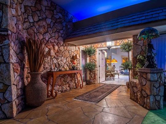 Ngôi nhà có biệt thự dưới lòng đất rộng gần 1.500 m2 giá 18 triệu USD - Ảnh 5.