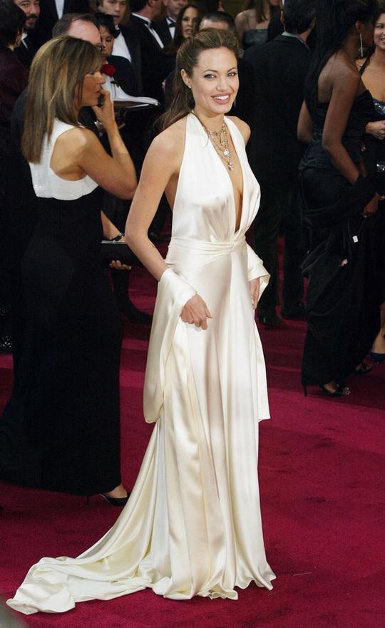 Thời trang Angelina Jolie qua hai thập niên - Ảnh 9.