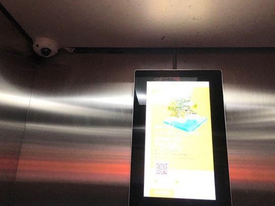Người đàn ông nghi dâm ô bé trai trong thang máy ở chung cư 25 Lạc Trung - Ảnh 2.