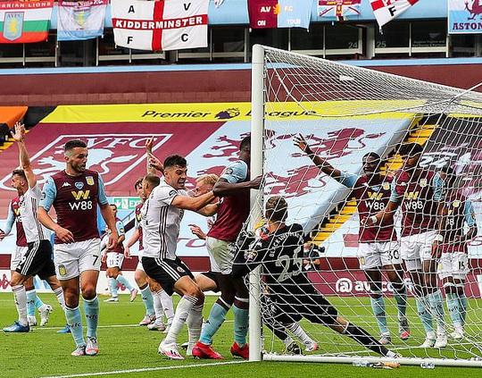 Giải Ngoại hạng Anh: Sheffield bị cướp bàn thắng, Man United được cứu - Ảnh 1.