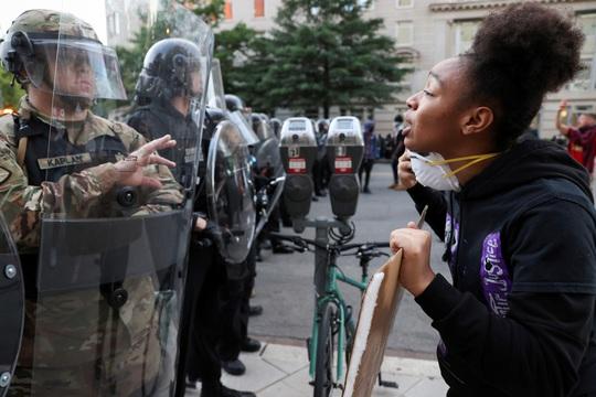 Mỹ: Tranh cãi việc điều quân đội đối phó biểu tình - Ảnh 1.