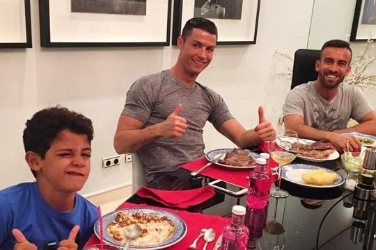 Ronaldo đã làm gì để có thân hình 6 múi ở tuổi 35? - Ảnh 3.