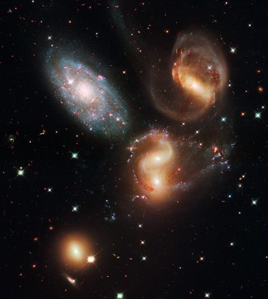 23 bức ảnh tuyệt đẹp gửi đến từ vũ trụ - Ảnh 21.