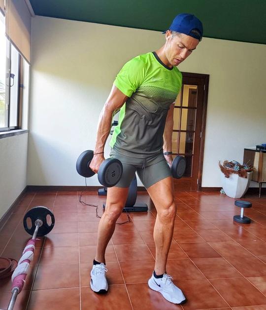 Ronaldo đã làm gì để có thân hình 6 múi ở tuổi 35? - Ảnh 4.