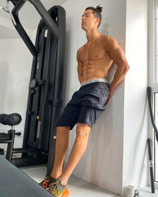 Ronaldo đã làm gì để có thân hình 6 múi ở tuổi 35? - Ảnh 7.