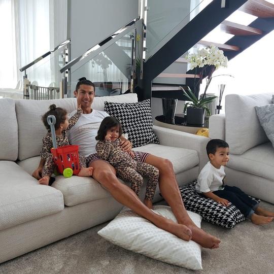 Ronaldo đã làm gì để có thân hình 6 múi ở tuổi 35? - Ảnh 9.