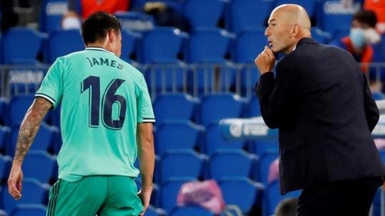 Người hùng giấu mặt ra tay, Real Madrid soán ngôi đầu La Liga - Ảnh 1.