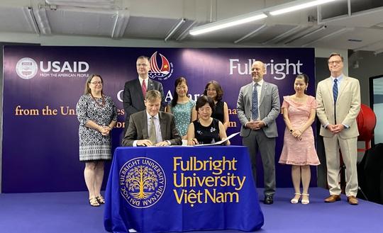 Cơ quan Phát triển Quốc tế Hoa Kỳ trao tài trợ 4,65 triệu đô cho ĐH Fulbright Việt Nam - Ảnh 1.