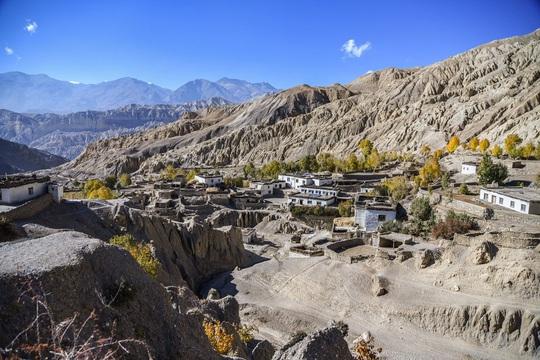 Vương quốc ẩn khuất trên dãy Himalaya, nơi phụ nữ lấy nhiều chồng - Ảnh 1.