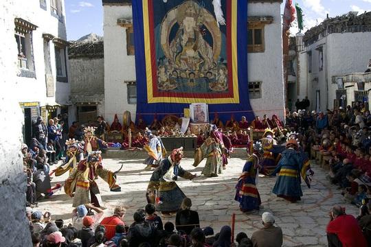 Vương quốc ẩn khuất trên dãy Himalaya, nơi phụ nữ lấy nhiều chồng - Ảnh 6.