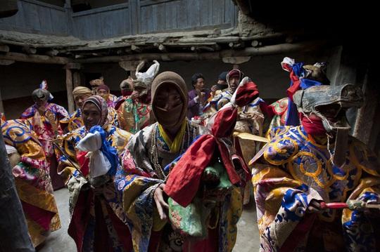 Vương quốc ẩn khuất trên dãy Himalaya, nơi phụ nữ lấy nhiều chồng - Ảnh 8.