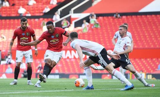 Hat-trick Martial phá dớp săn bàn, Man United bùng nổ ở Old Trafford - Ảnh 3.