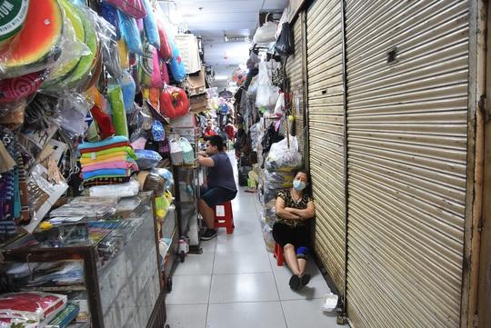 Đề xuất miễn giảm tiền thuê sạp, tiền điện cho chợ truyền thống TP HCM - Ảnh 1.