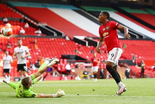 Hat-trick Martial phá dớp săn bàn, Man United bùng nổ ở Old Trafford - Ảnh 5.
