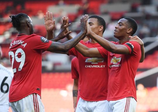 Hat-trick Martial phá dớp săn bàn, Man United bùng nổ ở Old Trafford - Ảnh 6.