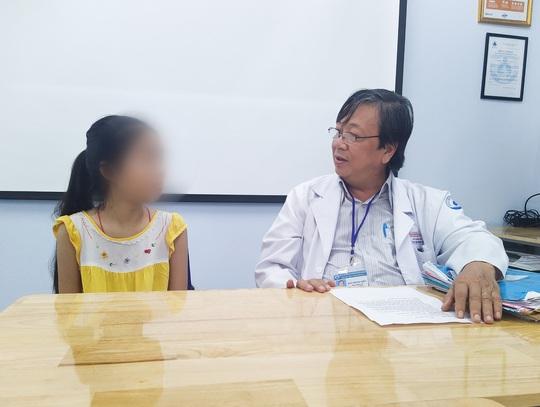 Cắt rời lá phổi, nối lại theo... kiểu khác, bác sĩ cứu bé gái ngoạn mục - Ảnh 1.