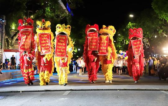 Hà Nội tưng bừng những lễ hội đặc sắc - Ảnh 2.