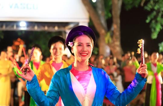 Hà Nội tưng bừng những lễ hội đặc sắc - Ảnh 4.