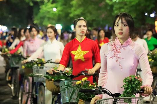 Hà Nội tưng bừng những lễ hội đặc sắc - Ảnh 1.