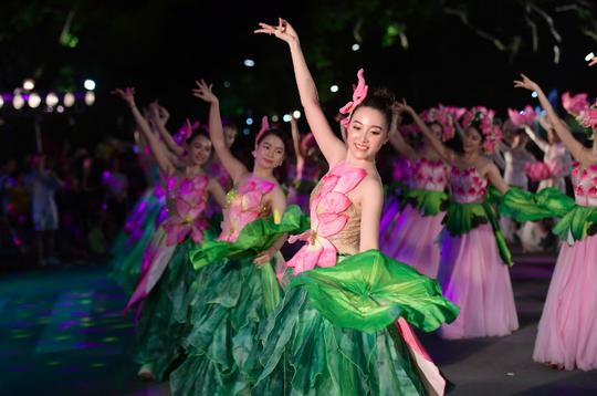 Hà Nội tưng bừng những lễ hội đặc sắc - Ảnh 3.