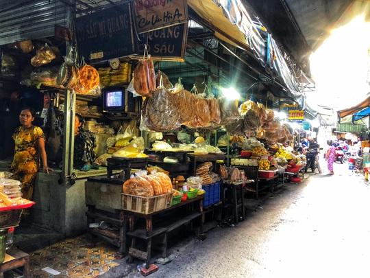 Ăn đã thèm đặc sản miền Trung ở chợ Bà Hoa - Ảnh 3.