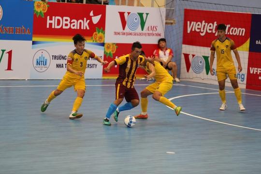 Sốc với clip mưa bàn thắng của Quảng Nam vào lưới Vietfootball - Ảnh 3.