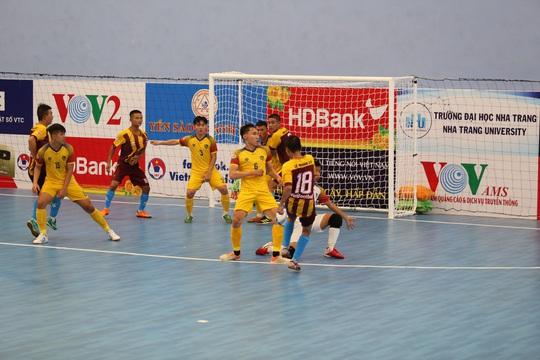 Sốc với clip mưa bàn thắng của Quảng Nam vào lưới Vietfootball - Ảnh 2.