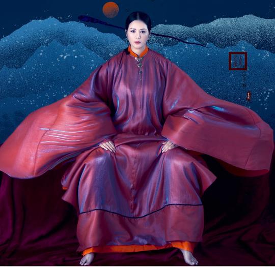 Đinh Hiền Anh đón sinh nhật bằng bộ ảnh hoá mỹ nhân xưa - Ảnh 5.