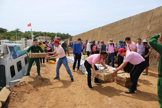 C.P. Việt Nam tham gia chiến dịch tình nguyện hè 2020 tại đảo Cồn Cỏ, Quảng Trị - Ảnh 1.