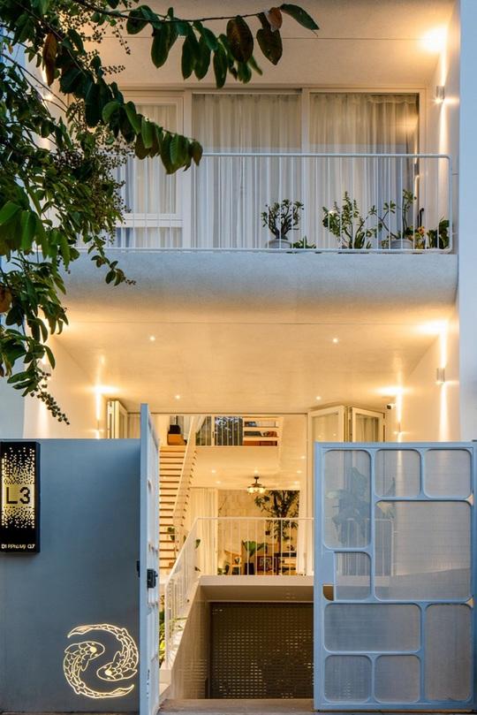 Ngôi nhà phố toàn màu trắng nổi bật ở TP HCM - Ảnh 2.