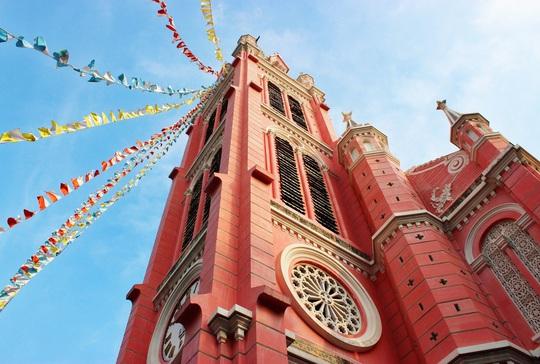 Nhà thờ màu hồng Việt Nam lên báo Mỹ - Ảnh 2.