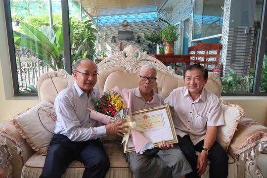 Bốn cụ ông, cụ bà xúc động khi trò chuyện cùng Giám đốc Công an TP HCM - Ảnh 3.