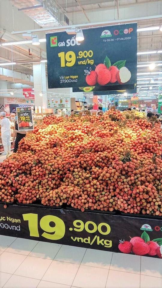 Vải thiều ở siêu thị chưa tới 20.000 đồng/kg - Ảnh 1.