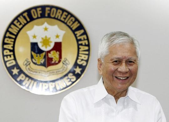 Cựu Bộ trưởng Philippines đòi tịch thu tài sản của Trung Quốc vì tàn phá biển Đông - Ảnh 1.
