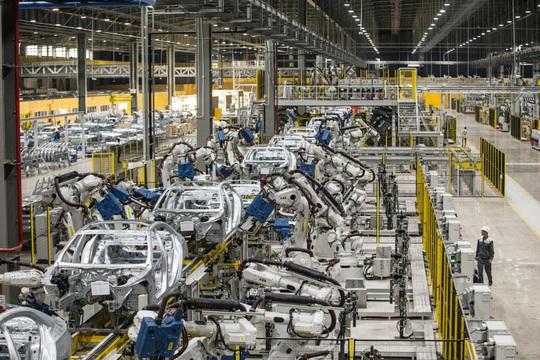 Bloomberg: Xe hơi hay máy thở Vingroup sẽ thay đổi cách thế giới nghĩ về Việt Nam - Ảnh 3.